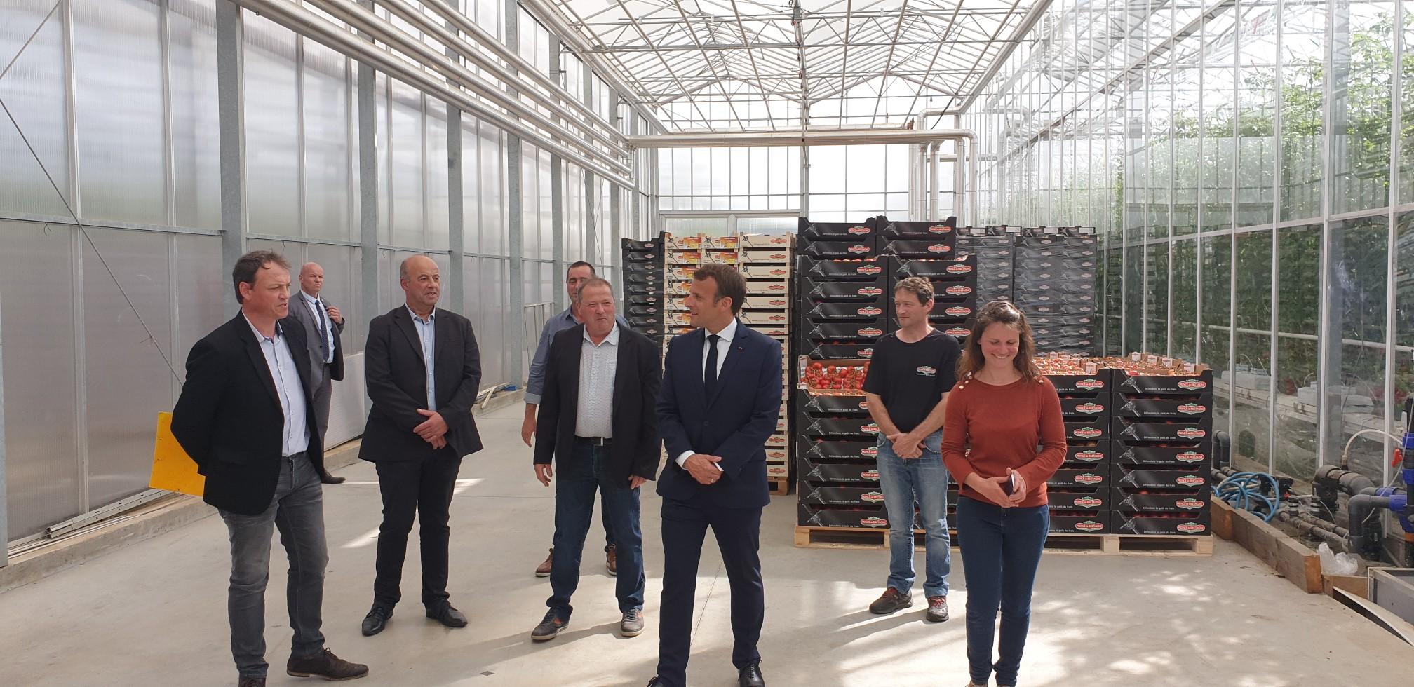 Emmanuel Macron au chevet des agriculteurs
